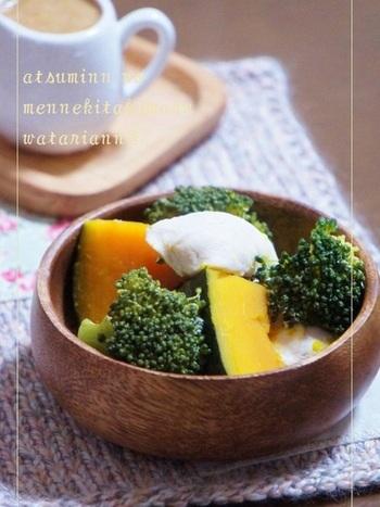 味噌、醤油、ごま油、ヨーグルトを混ぜ合わせた、蒸し野菜に合うこってりとした味わいのソースです。かぼちゃやブロッコリーに合わせることで、口の中でふんわりとした食感を楽しむことが出来ます。
