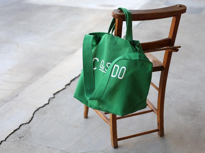 ■CDC webstore CLASKA|G&S DO TOTE BAG  春らしいきれいなグリーンにロゴが映えるトートバッグは、倉敷にある老舗帆布メーカーのキャンバス地を使用した、丈夫で頼れる一品!斜めがけ用のショルダーと手持ち用のハンドルの2way仕様で、スタイルや気分に合わせて使い方を変えられるのも魅力です。たっぷりの収納力で、マザーズバッグやちょっとした旅行にもおすすめ。