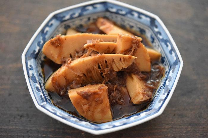 たけのこの水煮を使っても美味しくできてしまいます。かつお節と醤油の味付けでご飯がとってもすすみますよ!