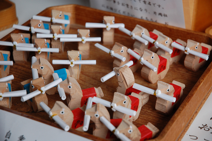 「上賀茂神社」で人気の「お馬みくじ」。馬に関わりあいの深い神社ならではのおみくじです。