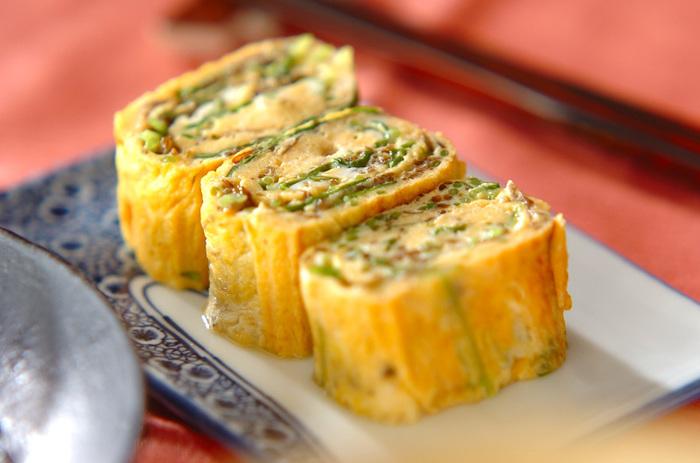 三つ葉の香りがよいもずく入りの卵焼き。お弁当に入っていたら嬉しい一品です。
