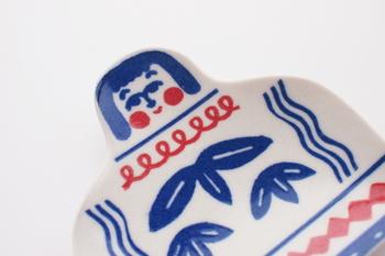 柄を揃えて使うのもよし。あえて別々の子を使うのもよし。是非、豆皿と箸置きの組み合わせを楽しんでみてください♪