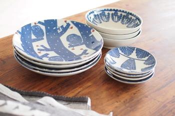 この3種類のお皿には4つの絵柄(たんぽぽ・ふくろう・ぶらさがり・群れ)があります。それぞれ深さや大きさが違いますがどれも使いやすいサイズ。