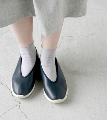 """■Piu di aranciato QUICO│カンフーシューズ""""PU""""  QUICO(キコ)のカンフーシューズは、その名の通り中国の伝統靴がデザインベース。まるで空気のような軽さと、スムースレザー調のやわらかな素材は履き心地も良く、ソックスを合わせても素足で履いても可愛く決まります。足取りも弾む1足を、春のお出かけのお供にぜひどうぞ。"""