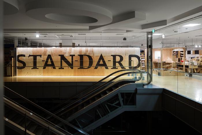 同じく内装や什器、グラフィックのデザインを手がけた「スタンダードブックストア あべの店」 撮影 / kentahasegawa