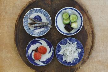 一番小さい【小皿】はちょこんとお漬物を入れたり、醤油皿として使ったり・・・。並べてみると個性的な絵柄がよりいっそう際立ちます。