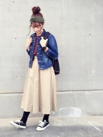 Gジャンはスカートとの相性もピッタリです♡ジャストサイズのGジャンを選べばボリュームあるボトムスもスッキリと着こなせます。