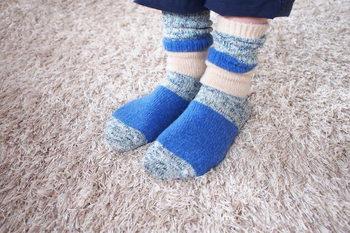 丈が長めの靴下なので、このようにくしゅくしゅっとさせて履いてもかわいいですね。