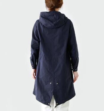 野暮ったくなりすぎず、すっきりしたデザイン。ウエストや裾のコートを調節すれば簡単にシルエットを変えることが出来ます。