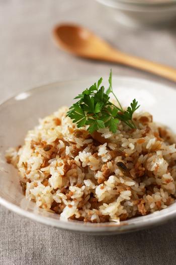 ザーサイってそのまま食べる以外に、どう調理すれば良いのか悩んでしまうのですが、これは簡単!炒めて混ぜるだけのレシピです。
