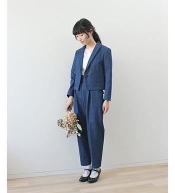 きちっとした感じが魅力のデニムショートジャケット!コンパクトなジャケットなので、ハイウエストパンツとセットで着るとすごく素敵です。マニッシュでありながら、なぜか女性らしさも感じさせます。
