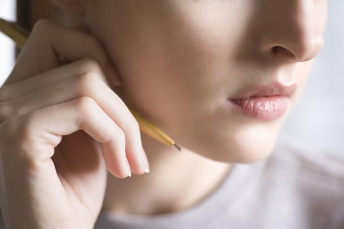 肌の構造は大きく分けて「表皮」「真皮」「皮下組織」の3層からなっています。「表皮」の一番外側にあり、汚れや紫外線、ウィルスなどから肌を守ってくれるバリア機能を果たしているのが「角層」なんです。