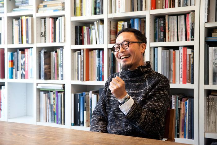 お話しを伺った服部滋樹さん。人気のクリエイティブ集団の代表でありながら、全く気取ったところのない、気さくで楽しいお人柄の方でした