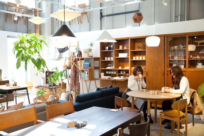 取材時にもちょうど店内でお茶をしている女性客の姿が。彼女たちにも新しい発見や出会いがあったかもしれません