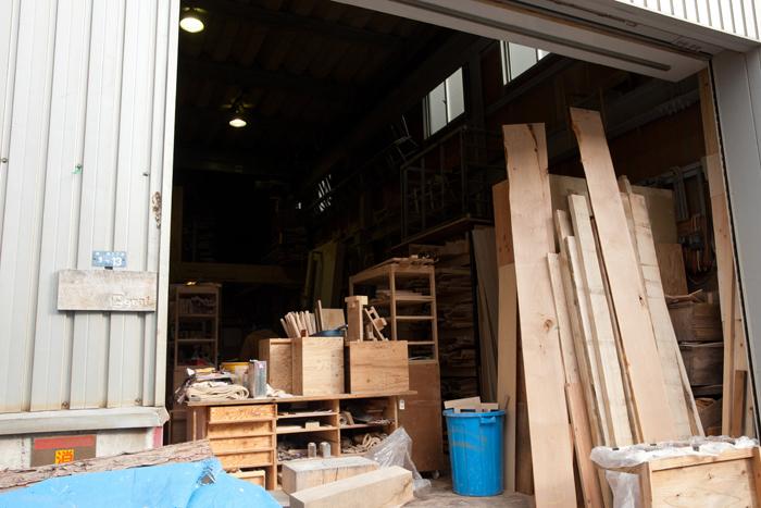 豊中市にあるグラフの家具工場「グラフ ラボ」。家具の製作だけでなく、木工に触れてもらうためのワークショップも開催されています