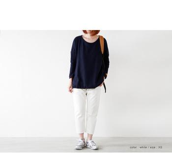 とにかく「ホワイト」が気になる今季!デニムももちろん「ホワイト」が豊富です。下半身のスタイルに自信がない人でもオシャレに履けるホワイトデニムも多く出ています。