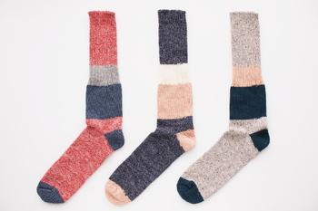 こちらのざっくり編みくつしたには、メンズサイズもラインナップ。女性の重ね履き用にもおすすめです。