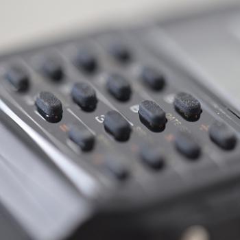 色数が抑えられているので、ボタンがたくさんあっても見た目はすっきりとシンプル。格好を選ばす、普段使いしやすいですね。