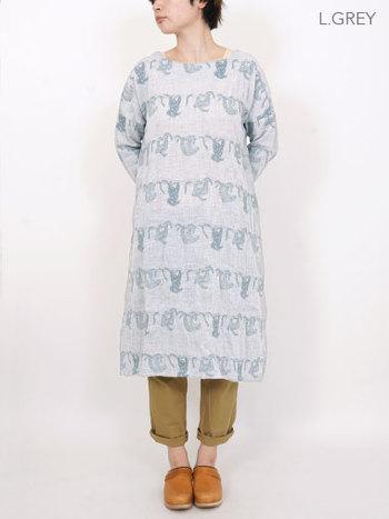"""珍しい""""ナマケモノ柄""""も今年は新鮮♪シンプルなデザインのものを選ぶと着こなしやすいです。"""