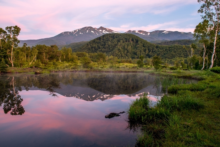 こちらは美しい自然を映し出す「まいめの池」。朝もやが立ちこめる光景も素敵ですよ。