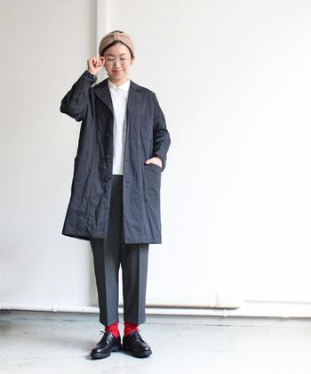 ナチュラルなシワ感が魅力のコットンウール混紡のYAECAのコート。 身頃はゆとりがありますが、すっきりと着られるデザイン。 メンズライクな雰囲気でかっこよく着こなしたいですね。