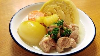 塩麹で味付けした豚の旨みが、野菜にしっかりと染み込んだ、ボリュームのあるスープ。お肉もお野菜も一気にいただけて、メインディッシュになるスープです。
