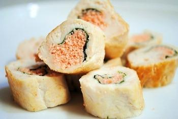 ささみに海苔と明太子を巻いて焼くだけの簡単でおいしいレシピ。明太子の辛さとプチプチした触感がクセになります。