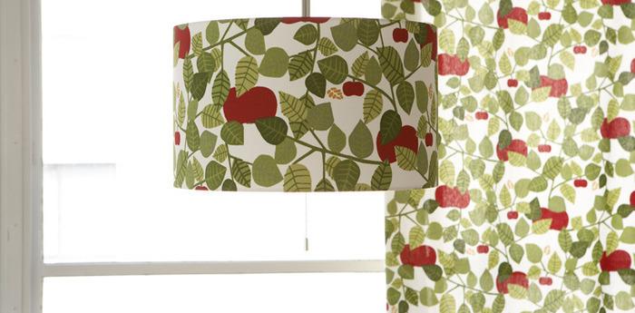 グリーンとレッドのナチュラルな組み合わせがお部屋をやさしく照らしてくれる「アップル」のペンダントシェード。