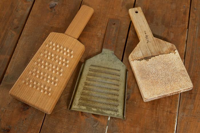 冨田さんお気に入りの料理道具たち。使用する道具によって出来上がりの味や食感も変わってくるそう。道具をちゃんと使いこなすことも美味しい料理の基本だといえるかもしれません