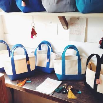 使い勝手の良い帆布のトートバッグで、これほどのカラーバリエーションがあると、選ぶのが楽しくなりますね。今回ご紹介しきれなかったカラーバリエーションもたくさんあるので、まずはwebサイトを覗いてみてはいかがでしょうか。