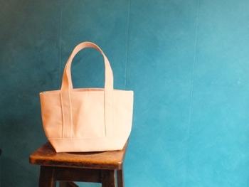 こちらのバッグは淡い色の「ベビーピンク」。春にぴったりの女性らしいカラーですね。