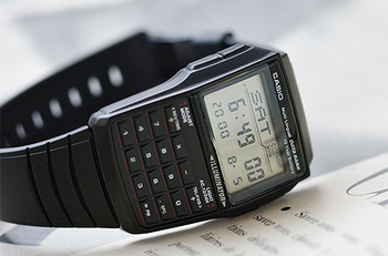 G-SHOCKに続き、根強い人気を誇っているCASIOのDATA BANK。デジタル時計と電卓が融合したかのようなデザインがレトロでお洒落♪計算機能・通貨換算機能搭載。名前電話番号が登録できるのでいざという時に便利です。13ヶ国語もの曜日表示や、その他にもアラーム・デュアルタイム・ストップウォッチ・カレンダー・LEDバックライトなども搭載したハイコストパフォーマンスウォッチです。
