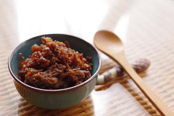 牛バラブロック肉を丸ごと使ってつくりおきしちゃいましょう!ごぼうと生姜が加わり、香り良く。圧力鍋でつくるので、柔らかに仕上がります。