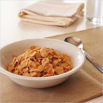 ミディアムサイズは朝食のシリアルにぴったりの使い勝手の良いサイズ。丈夫な業務用として作られているから日常でガンガン使えます。