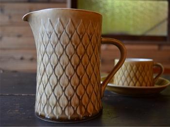 ビング&グロンデールのジャグはカップ&ソーサーと合わせて使うほか、花瓶や小物入れにも。デンマークの製品なので、北欧家具ともしっくり馴染みます。