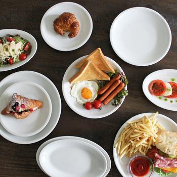 「ローマプレーン」はイタリアで人気の高いシリーズ。シンプルでリムが控えめなので料理を選ばず、豪快にも繊細にも自由な盛り付けが楽しめます。