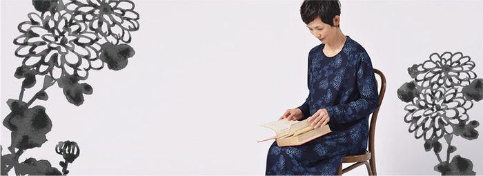 「他郷阿部家」に暮らすデザイナー松場登美さんが手掛ける「群言堂」では、心地よく暮らすためのお洋服や雑貨など「他郷阿部家」に通じる暮らしを楽しむ姿勢が貫かれています。