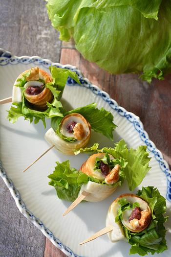 シャキシャキレタスとふんわり竹輪。そこに胡桃のカリカリな食感が加わった楽しい一品。前菜としても、お弁当の一品にもぴったり。