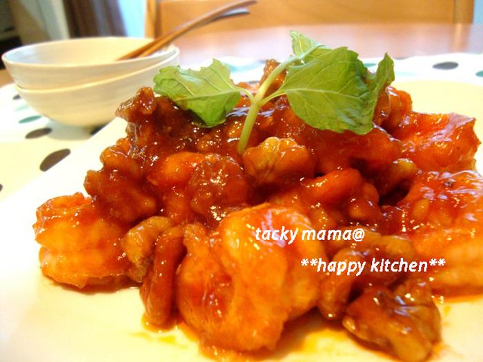 甘辛いケチャップだれにご飯がすすみます。プリプリの海老とカリッとした胡桃の食感が楽しめる一品。