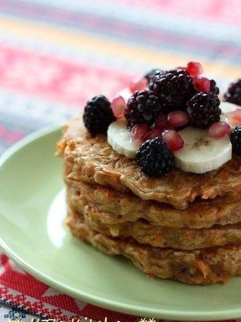 にんじんいりのパンケーキは栄養満点!胡桃のサクサクっとした食感が良いアクセントに!野菜嫌いのお子様にもおすすめです。