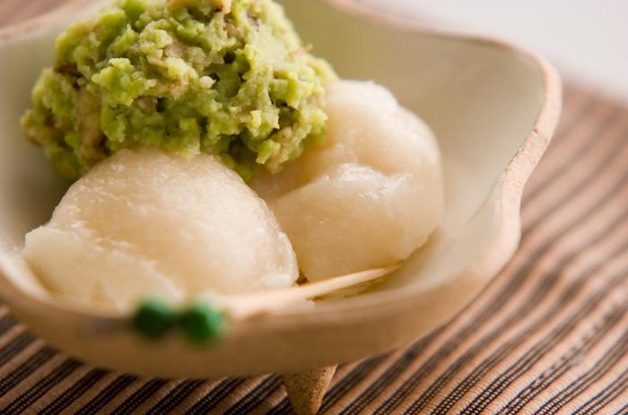 枝豆あんの風味&香ばしいクルミの組み合わせが抜群!素朴な昔懐かしいおやつは、日本茶と一緒に頂きたくなります。