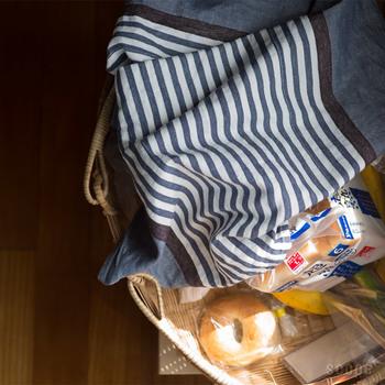 デンマーク王室御用達ブランド ジョージ・ジェンセン・ダマスク(Georg Jensen Damask)のティータオル。ストライプの柄や色の組み合わせが絶妙な、佇まい良しのキッチンタオルです。