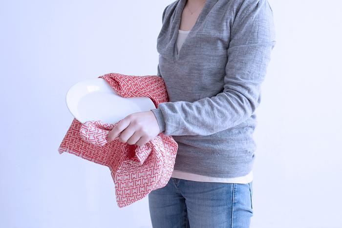 綿の4倍の吸水性を持つと言われているリネン素材を使用しているので、本来の「拭く」作業にうってつけのアイテムです。大判サイズなのも嬉しいところ。