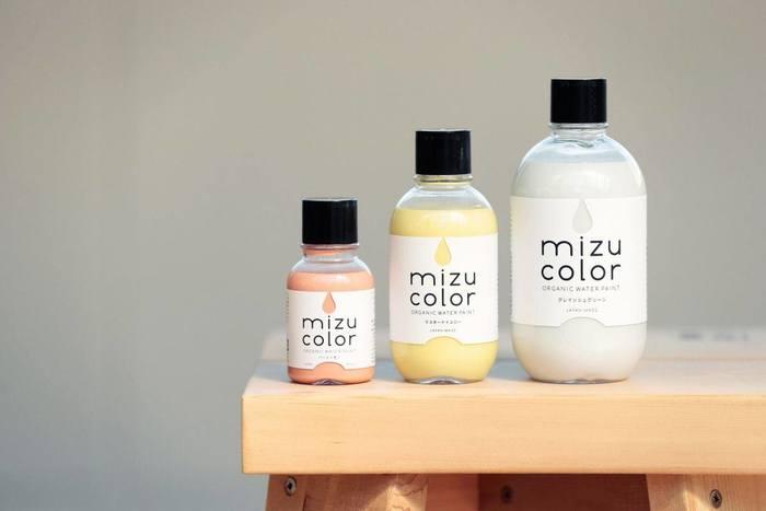 しずくのシルエットからカラーがのぞくボトルデザインがかわいい「mizucolor(ミズカラー)」は、老舗塗料メーカー「和信化学工業株式会社」から誕生した新しい水性塗料です。
