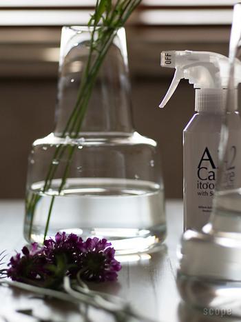 例えばこんな使い方もあります。お花がダメになる原因は根本の水につかった部分の腐敗。水を数センチ程度に少なめにしておくのがお花を長持ちさせるコツですが、やっぱり水は腐敗していきます。