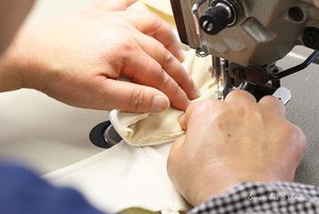 PRISTINEの製品はすべてメイドインジャパン。縫製から検品まで、日本の確かな技術が生かされ、「顔の見えるモノづくり」にこだわっています。例えば、ブラジャーやショーツも長崎県などの工場で1点1点ていねいに作られています。
