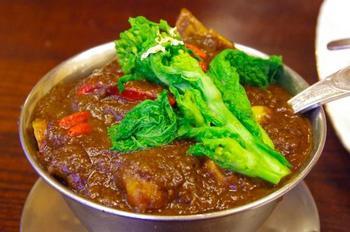 昭和57年創業の欧風カレーの店「トマト」 36種類のスパイスと野菜、肉を形がなくなるまで煮込んだカレーはこのお店ならではの深みのある味わいです。