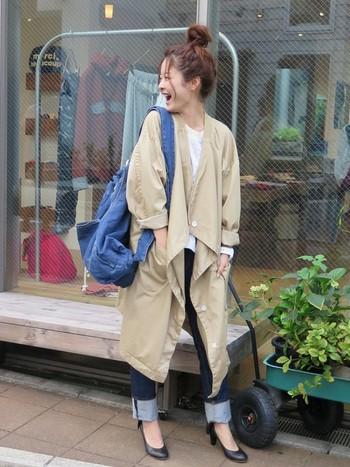 こちらはリュックのような形をしたショルダーバッグ。使い慣れたデニムの風合いを感じる、カジュアル感たっぷりのデザインです。