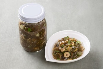 海藻も野菜も一気に摂れます。ケッパーやオリーブ、レモン汁も入ってうまみたっぷり!