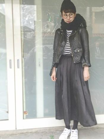 いかがでしたか?レザージャケットの素敵なコーデをご紹介しました。  スキニータイプのパンツにもワイドパンツにも、フレアミニにも、マキシスカートにもかなり万能に合わせられるレザージャケット、今年は是非コーデに取り入れてみませんか?